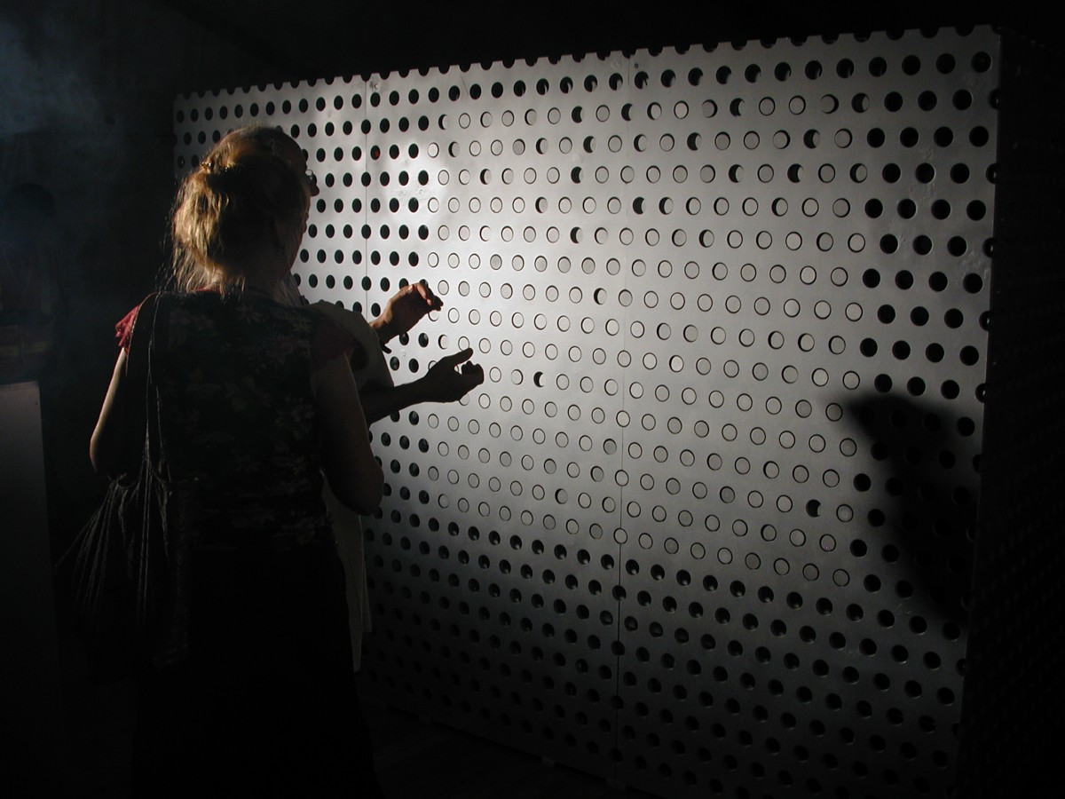 4D-Pixel is a smart surface responding to your voice and to music.